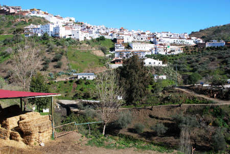 arenas: General view of village in Arenas, Malaga Province, Spain
