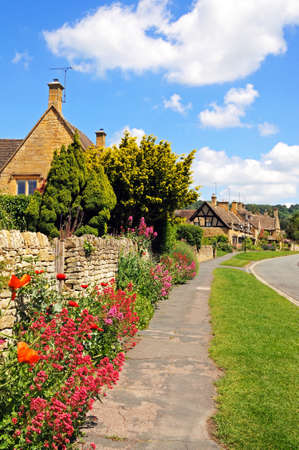 Pretty cottages along High Street, Broadway, Cotswolds, Worcestershire, England, UK, Western Europe