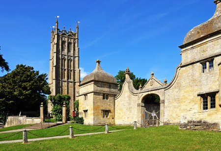 gatehouse: St James church and the gatehouse to the Old Campden House, Chipping Campden, The Cotswolds, Gloucestershire, England, UK, Western Europe