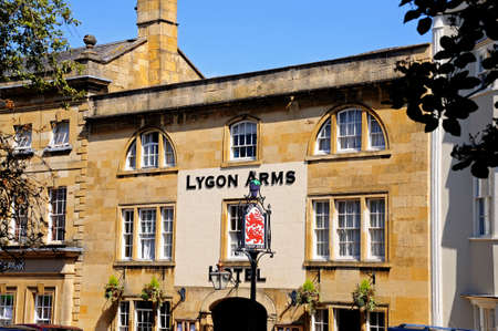 chipping: Chipping Campden, UK - June 12, 2014 - Front view of the Lygon Arms Hotel along the High Street, Chipping Campden, The Cotswolds, Gloucestershire, England, UK, Western Europe