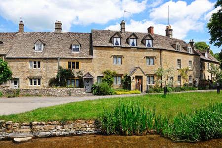 cotswold: Lower Slaughter, Regno Unito - 12 giugno 2014 - cottage Cotswold lungo il fiume Eye, Lower Slaughter, Cotswolds, Gloucestershire, Inghilterra, Regno Unito, Europa Occidentale