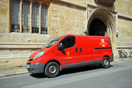 royal mail: Oxford, UK - June 17, 2014 - Royal mail van outside the Bodleian library, Oxford, Oxfordshire, England, UK, Western Europe  Editorial
