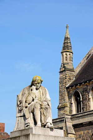 dr: Statue of Dr Johnson in the Market Place, Lichfield, Staffordshire, England, United Kingdom, Western Europe  Stock Photo