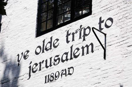 castle rock: Ye Olde Trip to Jerusalem Inn, situado a los pies del Castillo de Rock, la reputaci�n de ser el establecimiento de bebidas m�s antiguo de Inglaterra, Nottingham, Nottinghamshire, Inglaterra, Reino Unido, Europa occidental. Editorial