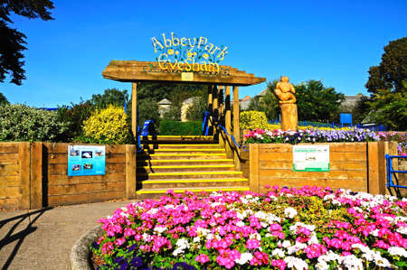 worcestershire: Evesham, UK - September 8, 2014 - Abbey Park entrance with pretty flowerbed in the foreground, Evesham, Worcestershire, England, UK, Western Europe.