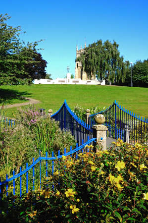 worcestershire: Footbridge in Abbey Park with the war memorial and Abbey Clock tower to the rear, Evesham, Worcestershire, England, UK, Western Europe.