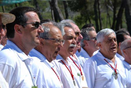 coro: Espa�ol canto coral masculina durante la procesi�n Romer�a de San Bernab�, Marbella, Costa del Sol, provincia de M�laga, Andaluc�a, Espa�a, Europa Occidental. Editorial