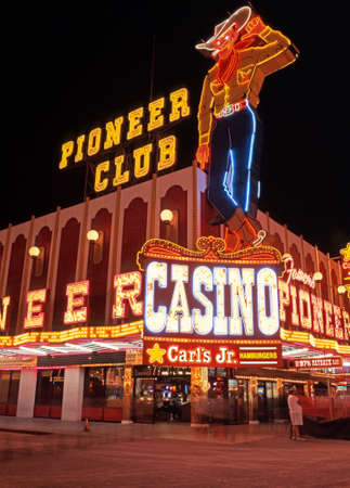 las vegas casino: Pioneer Club casino in the downtown district at night, Las Vegas, Nevada, USA.