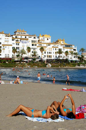holidaymaker: View along the beach with the Park Plaza Suites Hotel to the rear, Puerto Banus, Marbella, Costa del Sol, Malaga Province, Andalucia, Spain.