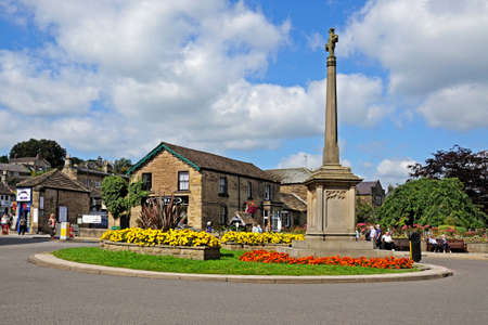 town centre: World War One memorial on a traffic island along the A6 in the town centre, Bakewell, Derbyshire, England, UK, Western Europe.
