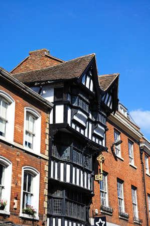 house gables: La Casa de la Llave de Oro tambi�n conoce como la Casa de Asintiendo Gables lo largo de High Street, Tewkesbury, Gloucestershire, Inglaterra, Reino Unido, Europa occidental.