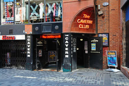 Entrance to the Cavern Club at 10 Mathew Street, The Cavern Quarter, Liverpool, Merseyside, England, UK, Western Europe. 新聞圖片