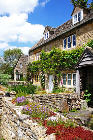 gloucestershire: Pretty stone cottages in the centre of the village, Lower Slaughter, Cotswolds, Gloucestershire, England, UK, Western Europe. Editorial