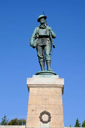 worcestershire: Soldier statue on top of the Evesham War Memorial in Abbey Gardens, Evesham, Worcestershire, England, UK, Western Europe.