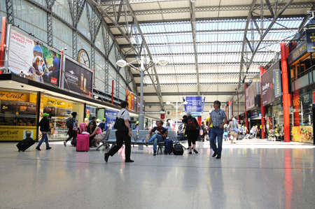 concourse: Main concourse in Lime Street Railway Station, Liverpool, Merseyside, England, UK, Western Europe.