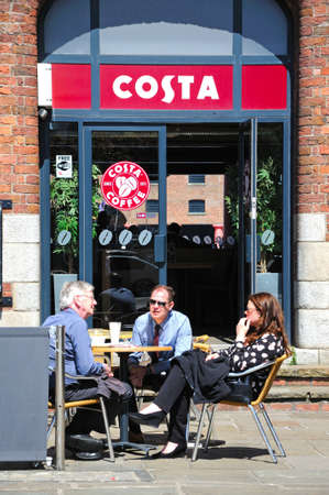 merseyside: Caff� marciapiede davanti Britannia Padiglione Albert Dock, Liverpool, Merseyside, Inghilterra, Regno Unito, Europa occidentale. Editoriali