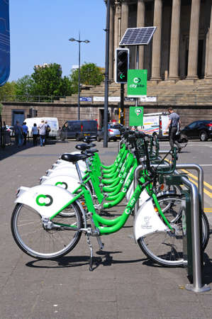 merseyside: City hire bikes with St Georges Hall to the rear near Lime Street Station, Liverpool, Merseyside, England, UK, Western Europe.