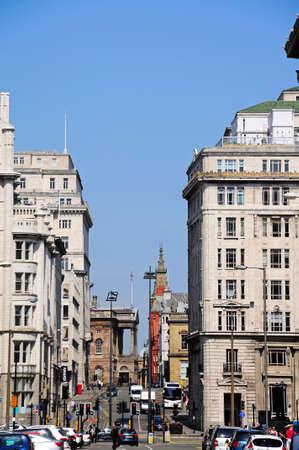 merseyside: Edifici Centro lungo Via visto da Pier Head, Liverpool, Merseyside, Inghilterra, Regno Unito, Europa occidentale.