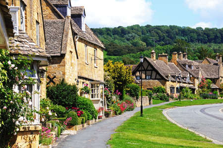 worcestershire: Pretty cottages along High Street, Broadway, Cotswolds, Worcestershire, England, UK, Western Europe.