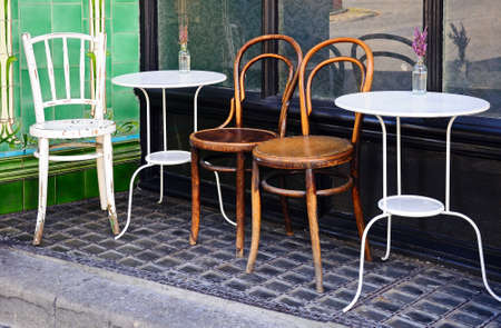 derbyshire: Tables and chairs outside a town centre cafe, Buxton, Derbyshire, England, UK, Western Europe.