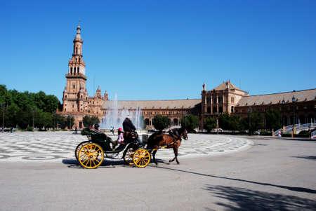 horse drawn carriage: Horse drawn carriage in the Plaza de Espana, Seville, Seville Province, Andalusia, Spain, Western Europe. Editorial