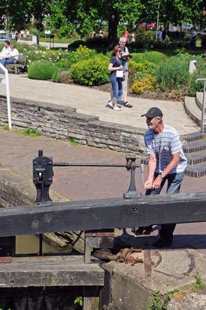 canal lock: Man opening canal lock gate, Stratford-Upon-Avon, Warwickshire, England, United Kingdom, Western Europe. Editorial