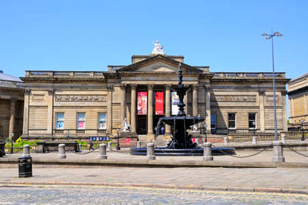 neoclassic: Walker Art Gallery with the Steble fountain in the foreground, Liverpool, Merseyside, England, UK, Western Europe.