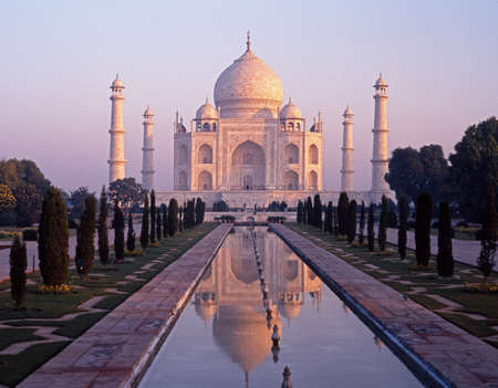 mumtaz: View of the Taj Mahal in the early morning light built by Mughal Emperor Shah Jahan in memory of his wife, Mumtaz Mahal, Agra, Uttar Pradesh, India.