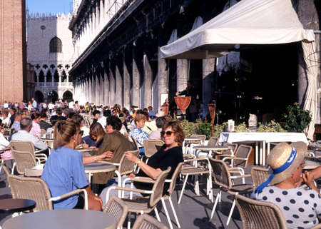 st marks square: Tourists at a pavement cafe in St Marks Square, Venice, Veneto, Italy, Europe.