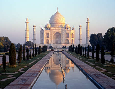 mughal architecture: View of the Taj Mahal in the early morning light built by Mughal Emperor Shah Jahan in memory of his wife, Mumtaz Mahal, Agra, Uttar Pradesh, India.