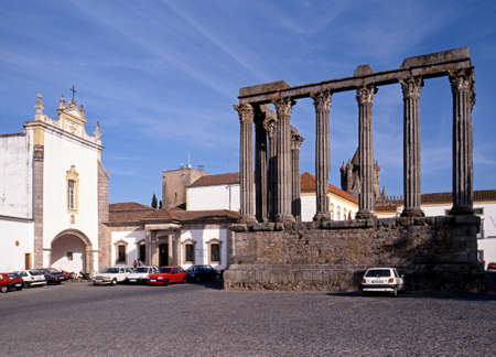 diana: View of the Pousada dos Loios and the Roman Temple of Diana, Evora, Portugal, Europe