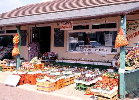 Straßenrand-Obst- und Gemüse Geschäft nahe Evesham, Worcestershire, England, Großbritannien, Westeuropa. Editorial