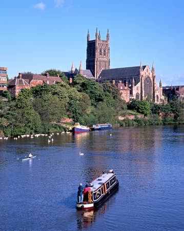 worcestershire: Cathedral Church of Christ and the Blessed Virgin Mary on the banks of the river Severn, Worcester, Worcestershire, England