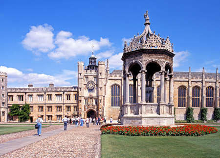 university fountain: View of Trinity College and courtyard with a fountain in the foreground, Cambridge, Cambridgeshire, England, UK, Western Europe.