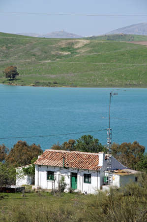 conde: Small cottage on the edge of Embalse del Conde Guadalhorce, Near Ardales, Malaga Province, Andalucia, Spain, Western Europe. Stock Photo