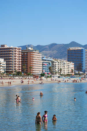 holidaymaker: Holidaymakers relaxing on the beach with hotels and apartments to the rear, Fuengirola, Malaga Province, Andalusia, Spain, Western Europe. Editorial