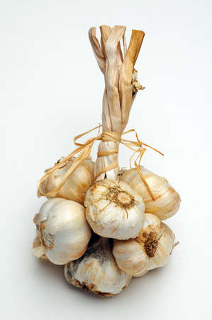 solvent: Solvent Wight garlic grappe against a plain background