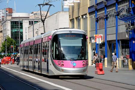 ミッドランド ・ メトロ都市センターを拡張 (株) 通り、バーミンガム、イギリス、英国、西ヨーロッパに沿って路面電車。