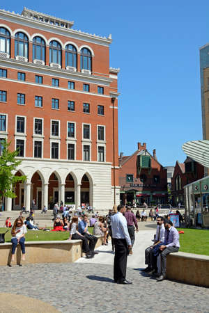 central square: People relaxing in the Summer sunshine at Central Square in Brindleyplace, Birmingham, England, UK, Western Europe.