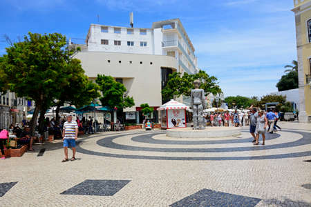 Dom Sebastiao sculpture in the Praca Gil Eanes with tourists enjoying the setting, Lagos, Algarve, Portugal, Europe.