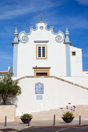 View of the Sant Ana church (Igreja de Sant Ana), Albufeira, Algarve, Portugal, Europe. 版權商用圖片