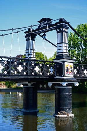 Abschnitt der Ferry Bridge, auch bekannt als Stapenhill Ferry Bridge und River Trent, Burton upon Trent, Staffordshire, England, Großbritannien, Westeuropa. Standard-Bild