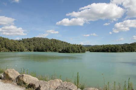 Lago de Cavayere en Aude, Occitania en el sur de Francia Foto de archivo - 77179678