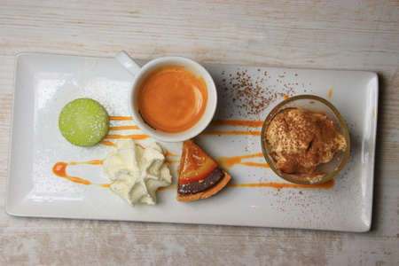 gourmet coffee with macaron, chantilly, cream and tart Imagens