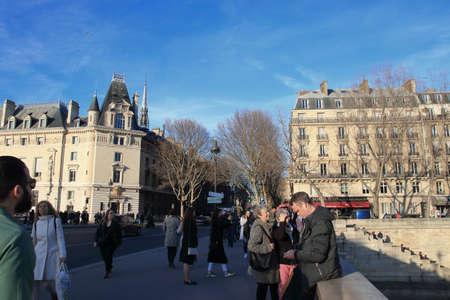 Parisians and tourists strolling on the Saint Michel bridge in Paris, France Фото со стока - 122540126