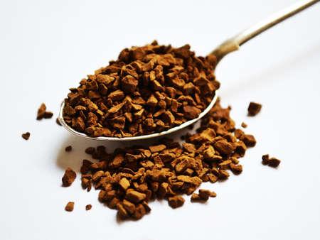 Caffè solubile in un cucchiaio