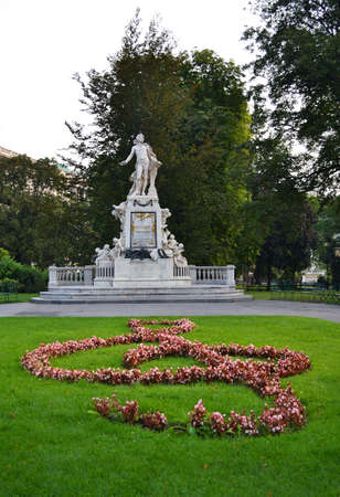 mozart: Statue of Amadeus Mozart