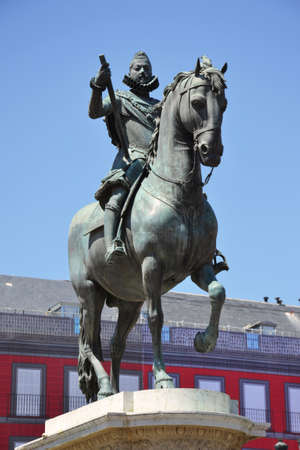 mayor: Statue of Philip III at Mayor plaza in Madrid, Spain.