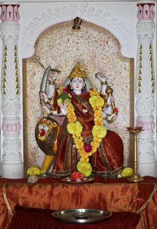 hindues: Laxmi hind� �dolo en Dhatva Templo venerado por los hind�es como un dios de la fortuna Foto de archivo