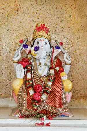 hindues: Ganesh hind� �dolo en Dhatva Templo venerado por los hind�es como un dios de removedor de obst�culos